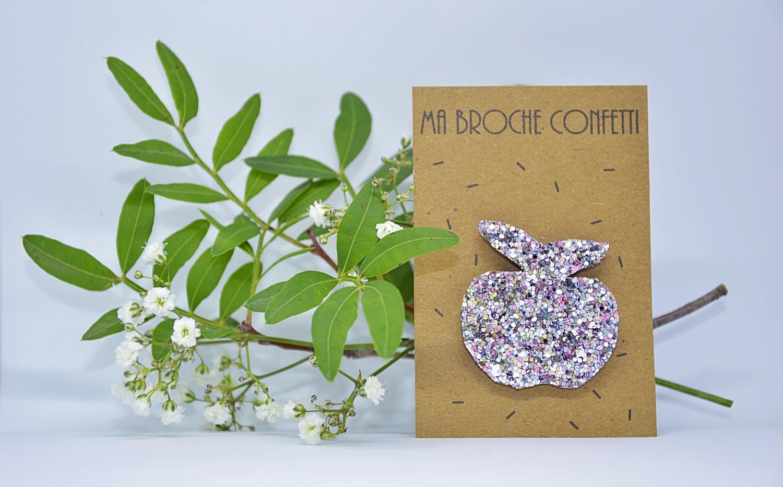 Broche pomme paillettes confetti rose cl