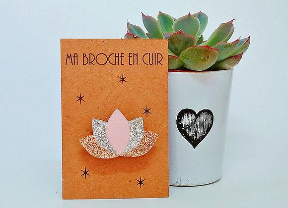 Fabrication française broche cuir lotus