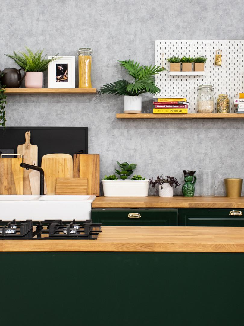 Studio z kuchnią - zmienne zielone fronty
