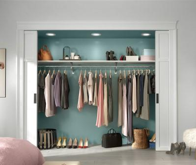 Clothes closet reach in