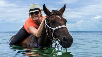 Swimming-with-Horses-Benguerra-Island.jp