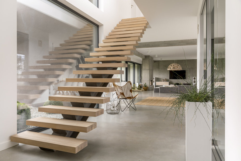 Staircase with no handrails