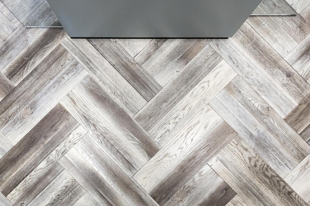 hardwoord flooring: Herringbone