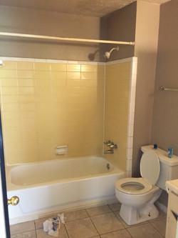 Condo 1 bathroom before renovation