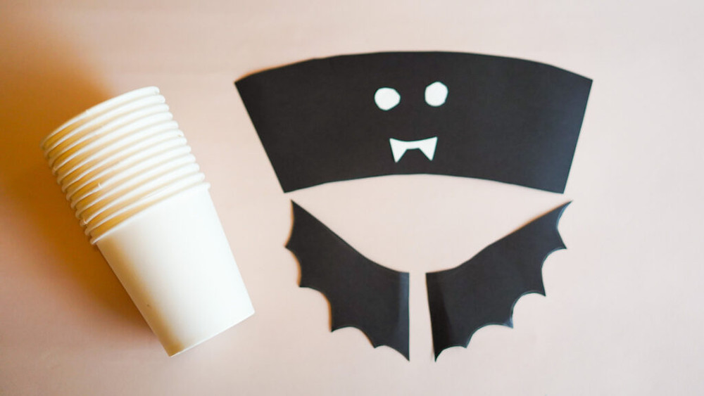 Paper cup bat drinking cups