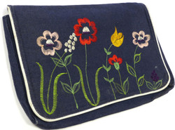 Vintage '70s Embroidered Clutch