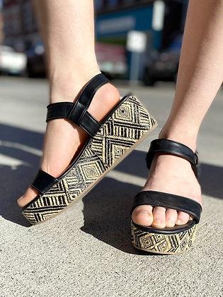 Dolce Vita Woven Platform Sandals ~ Size 9