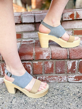 Chunky Grey & Tan Wooden Platforms ~ Size 9