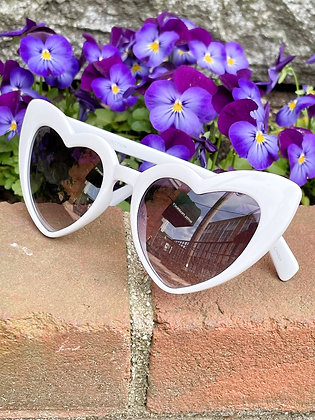 Chic White Cat Eye Heart Glasses