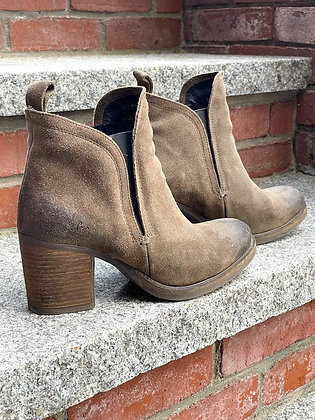 Bos & Co Distressed Suede Slip-On Booties ~ Size 10