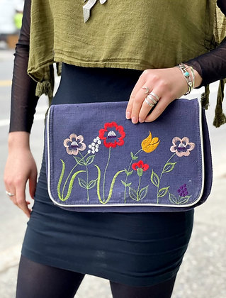 Vintage '70s Woven Embroidered Clutch