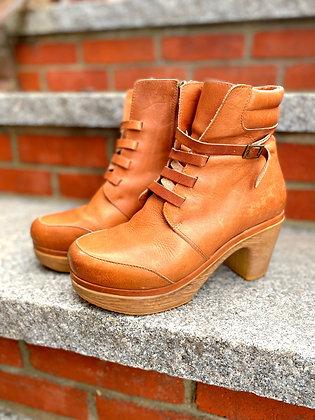 Calou Leather Clog Boots ~ Size 38