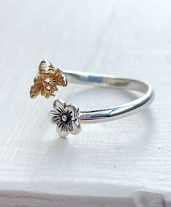 """""""Buzzing Bee"""" Sterling Silver Flower Ring"""