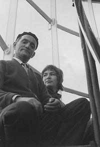 1958-003 met vader op de toren.jpg