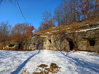Lišovské skalné obydlia.jpg