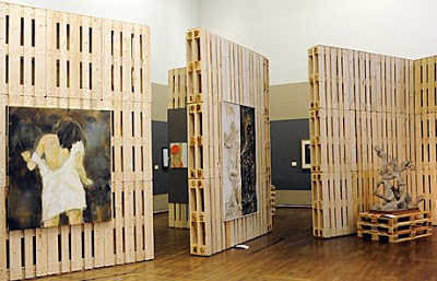 Original-exhibitor-for-an-art-gallery-made-of-recycled-wooden-pallets.jpg