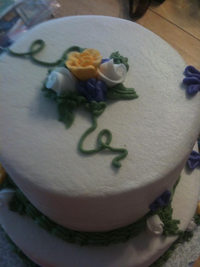 Buttercream icing 2 tier yellow cake