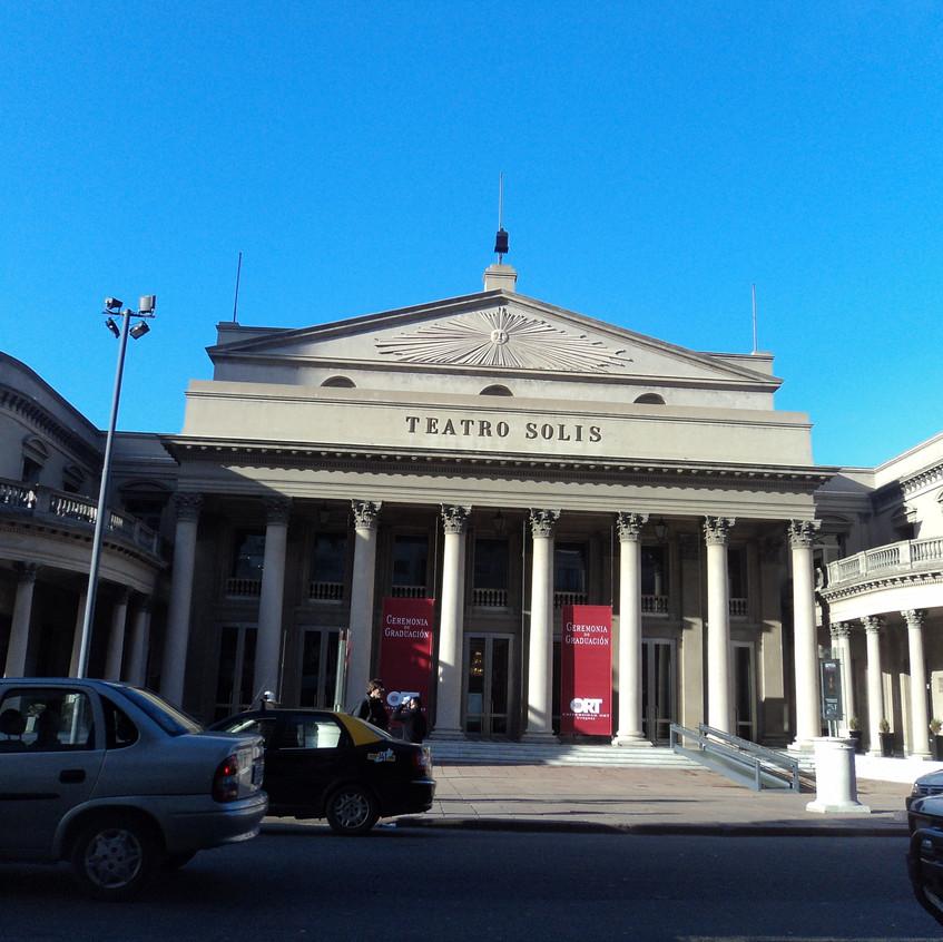 Fachada do Teatro Sólis.