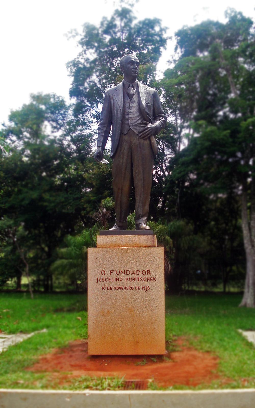 Estátua de Juscelino Kubitschek