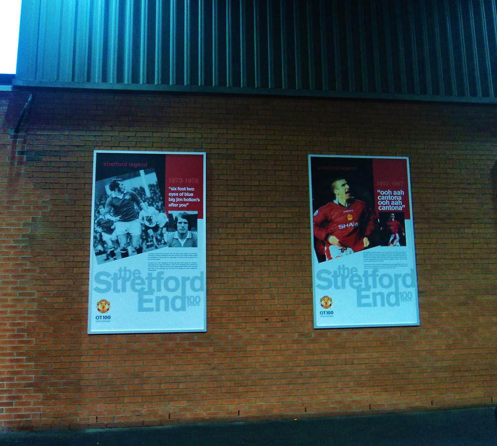 Cartaz na parede de Old Trafford