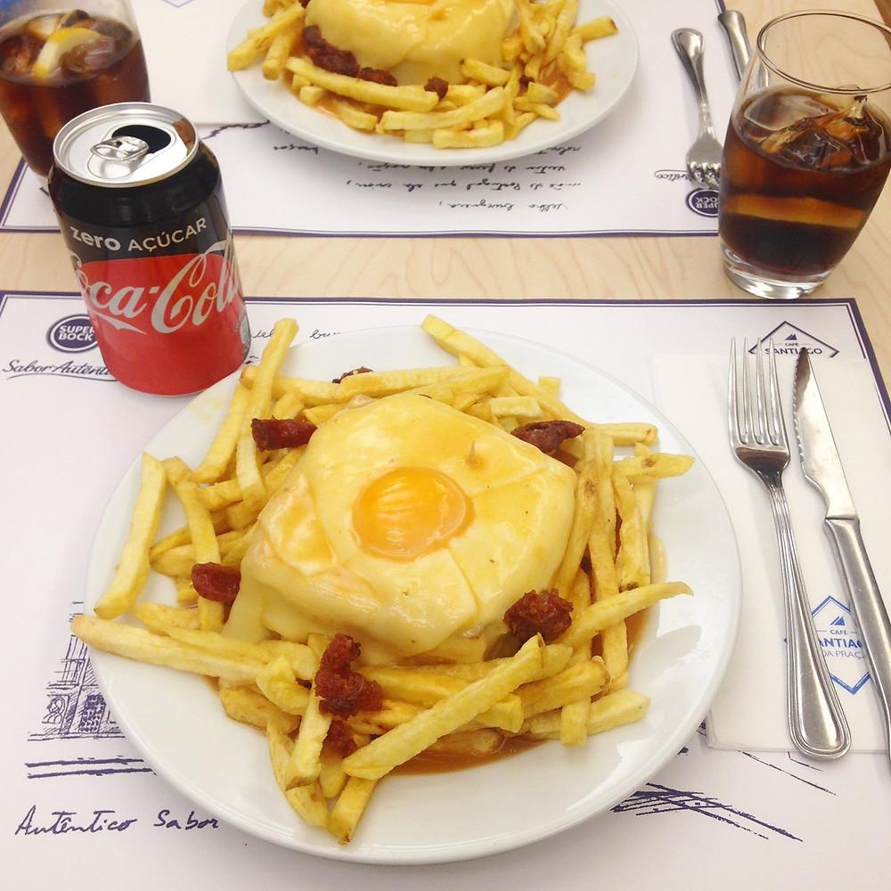 Foto Maíra Ouriveis - Francesinha: prato tipico da região, feito de pão, rosbife, chouriço, ovo, queijo e um molho a base de cerveja e apimentado.