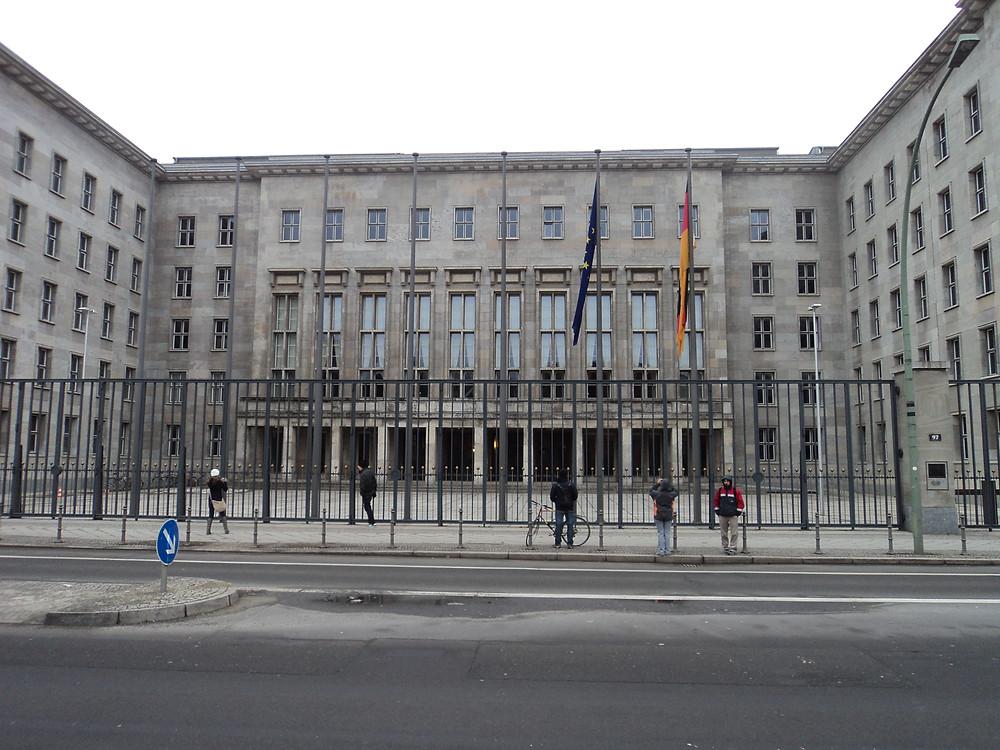 Fachada prédio do Ministério da Fazenda Alemão