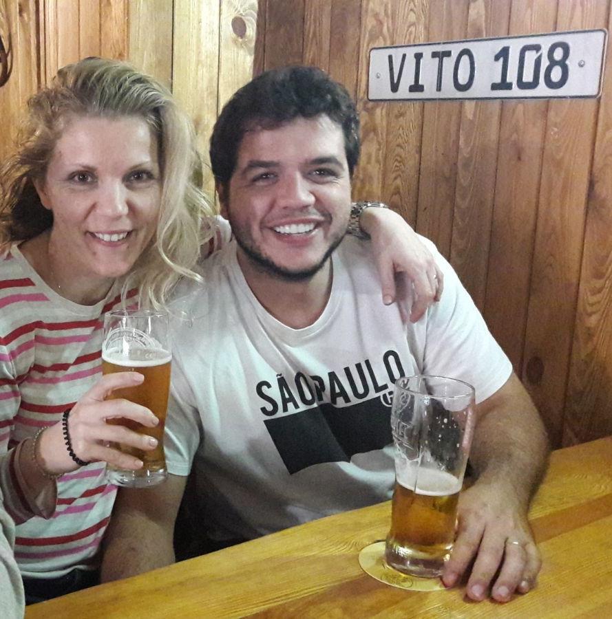 Edyta e seu marido Eloi em um Pub Polônes