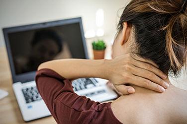 Nackenschmerz durch Schreibtischarbeit