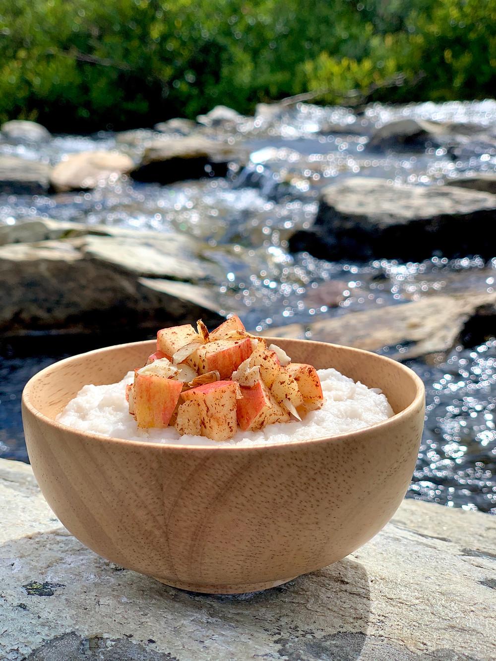 Vegansk lynhurtig risengrød tilberedt i Trangia