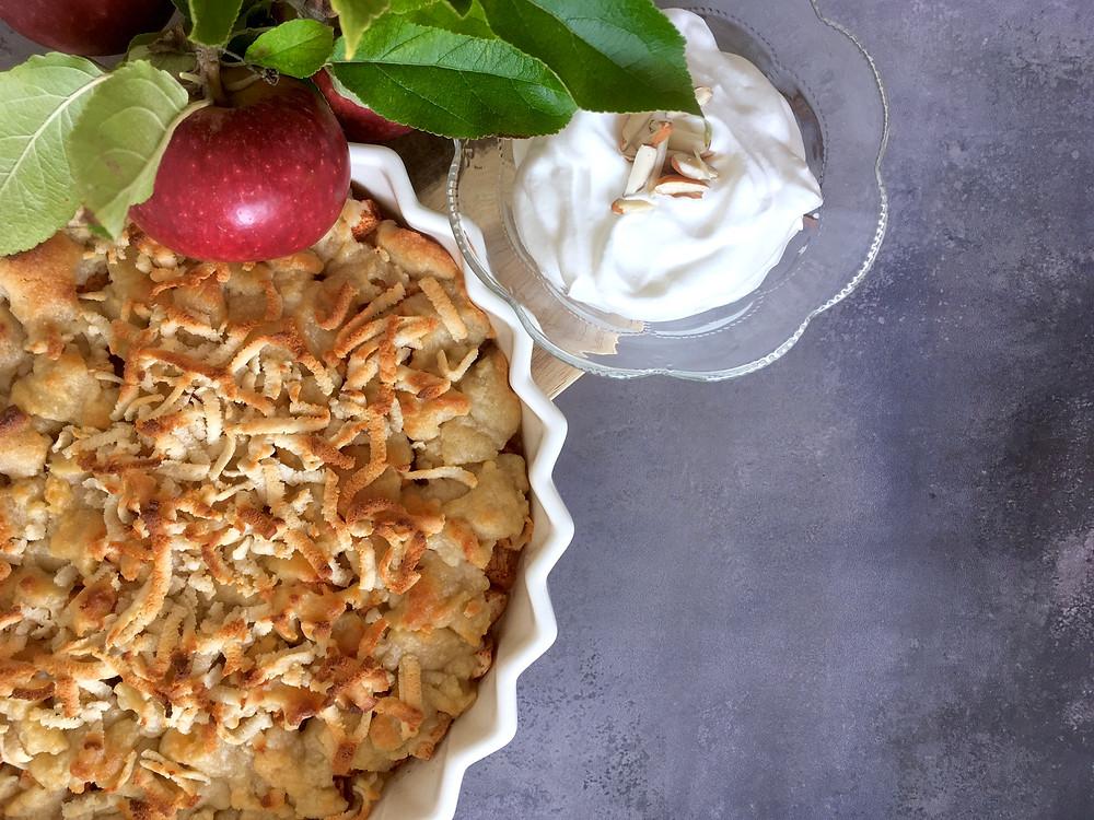 Vegansk æbletærte med marcipancrumble