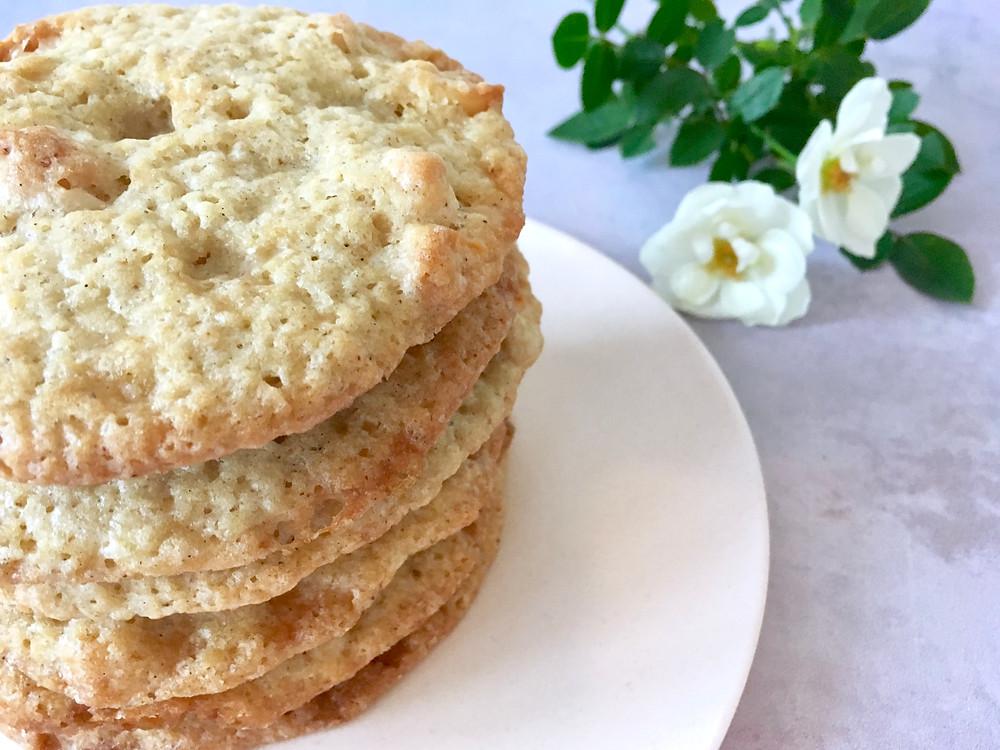 Veganske cookies med macadamianødder og hvid chokolade