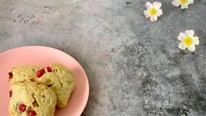 Rabarberscones med kokos og hvid chokolade