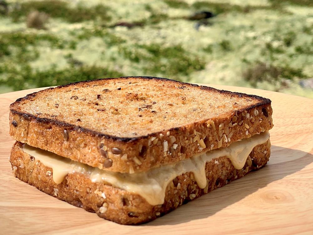 Vegansk Elvis sandwich tilberedt i Trangia
