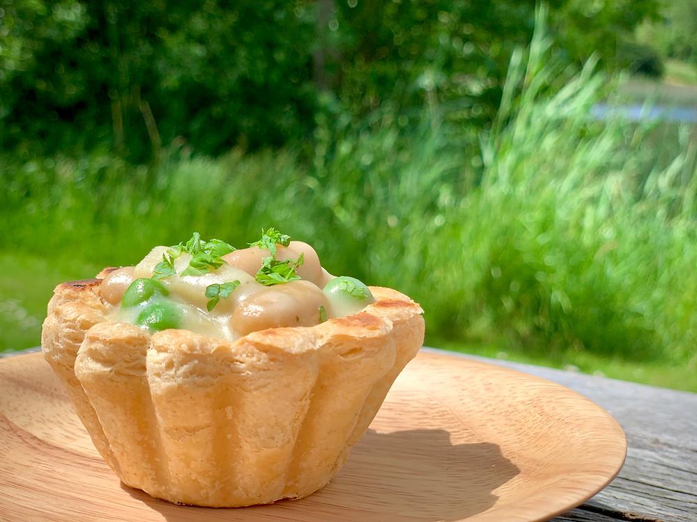 Veganske tarteletter med butterbeans, asparges og ærter