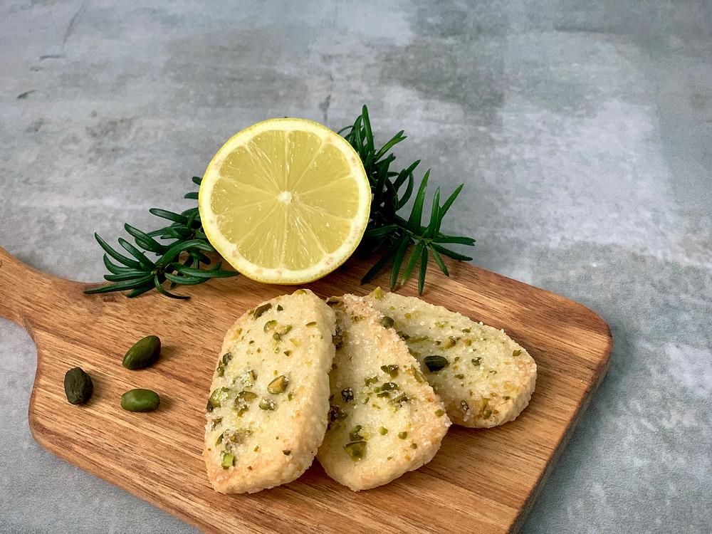 Veganske finskbrød med citron og pistacienødder