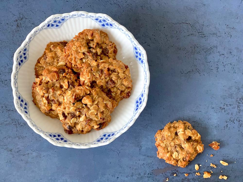 Veganske småkager med abrikoser og hasselnødder