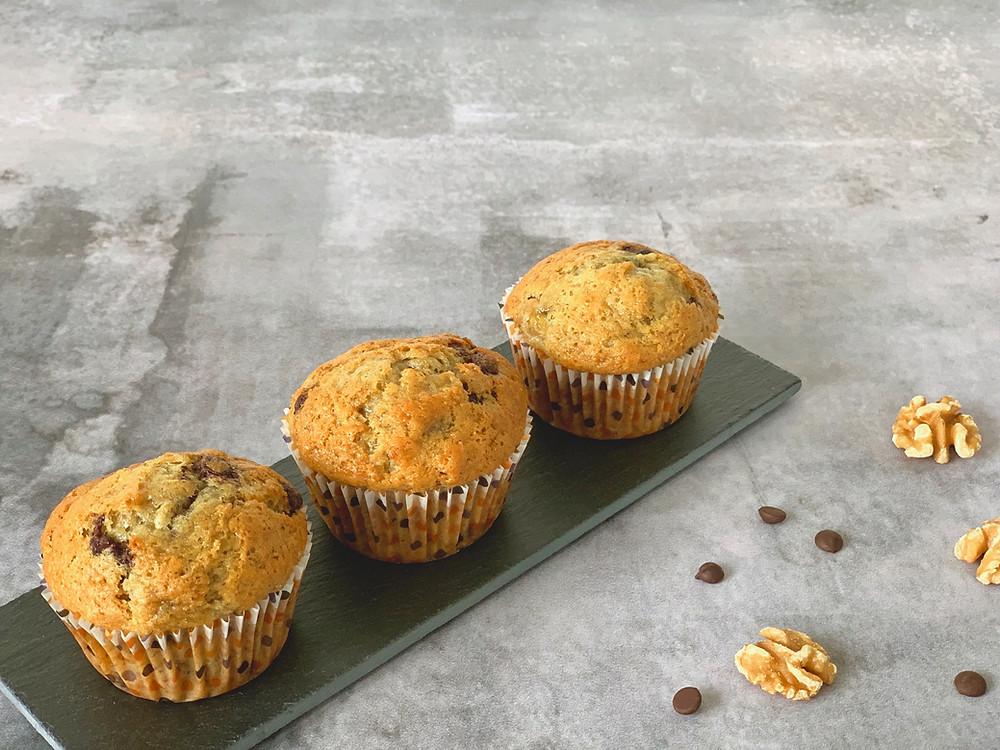 Veganske bananmuffins med chokolade og valnødder