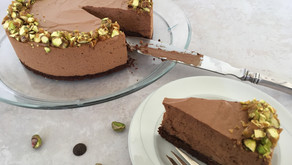 Chokolademousse på browniebund m. pistacie krokant