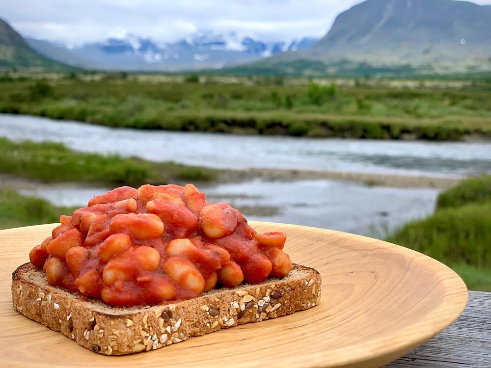 Veganske baked beans i Trangia