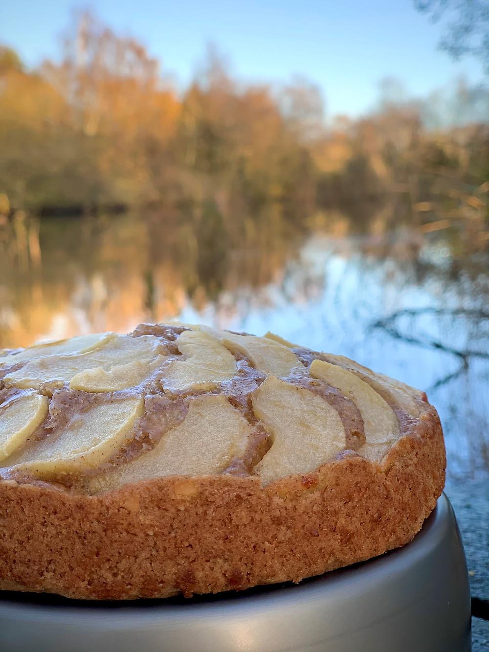 Vegansk æblekage bagt i Trangia