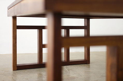 전통가옥 창살이 연상되는 접이식 좌탁