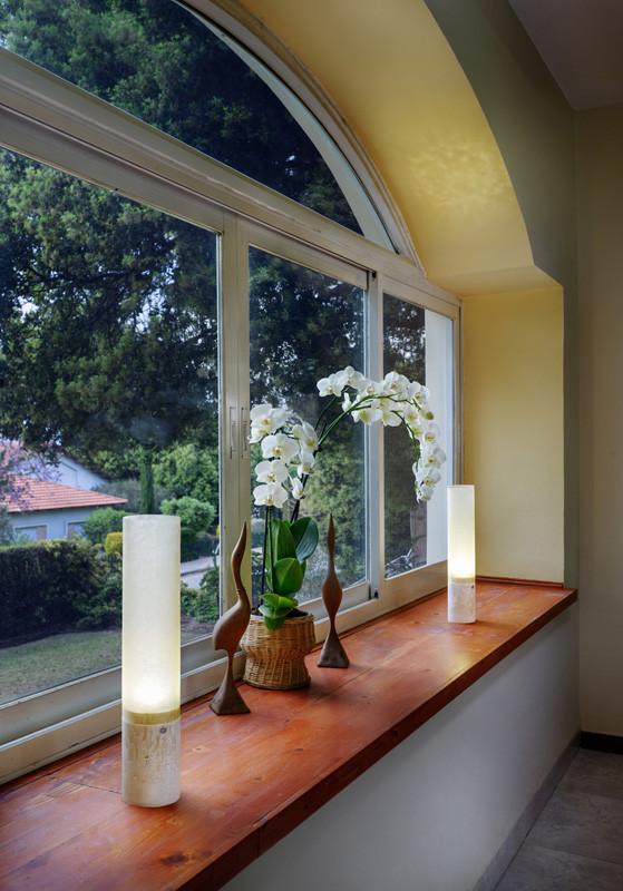 Pillario portable window niche setting