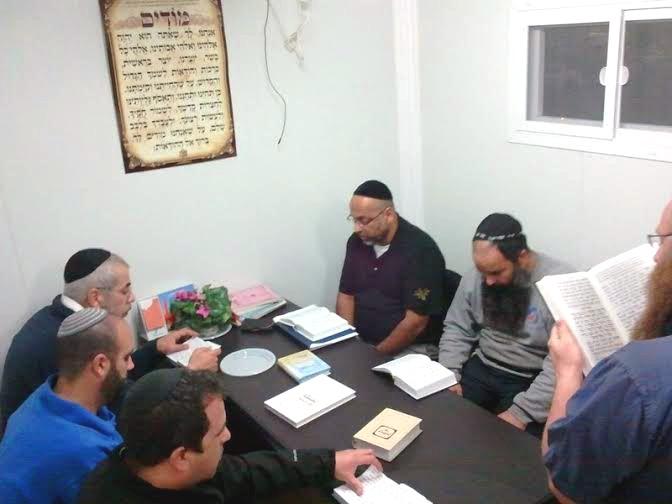שיעור תורה בבית הכנסת הנייד