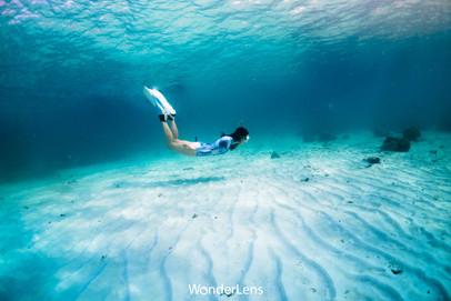 ที่เกาะจวงมีอ่าวขนาดใหญ่ ไร้คลื่นลม น้ำไม่ลึก และใส