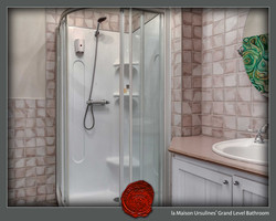 Grand Level Full Bath