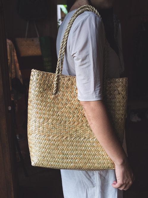 Classic market hand woven bag
