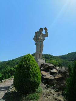 """Паметникът в туристическия комплекс """"Дядо Йоцо"""""""