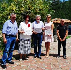 Мартен Калеев с наградените и домакините в обща снимка за спомен