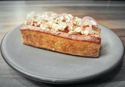 AMPERSANDWICH-Lobster Roll4.jpg
