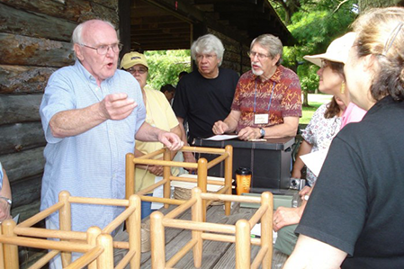 09chair-caning-demo-Tom-Holtkamp-449-x-299.png